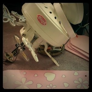 Hunter pink and White fan